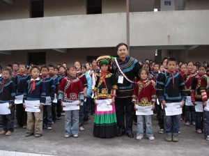 Aku Wuwu with Yi school children